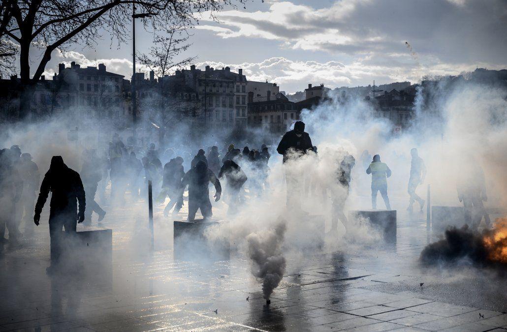Incendios y saqueos en Francia en protestas de los chalecos amarillos