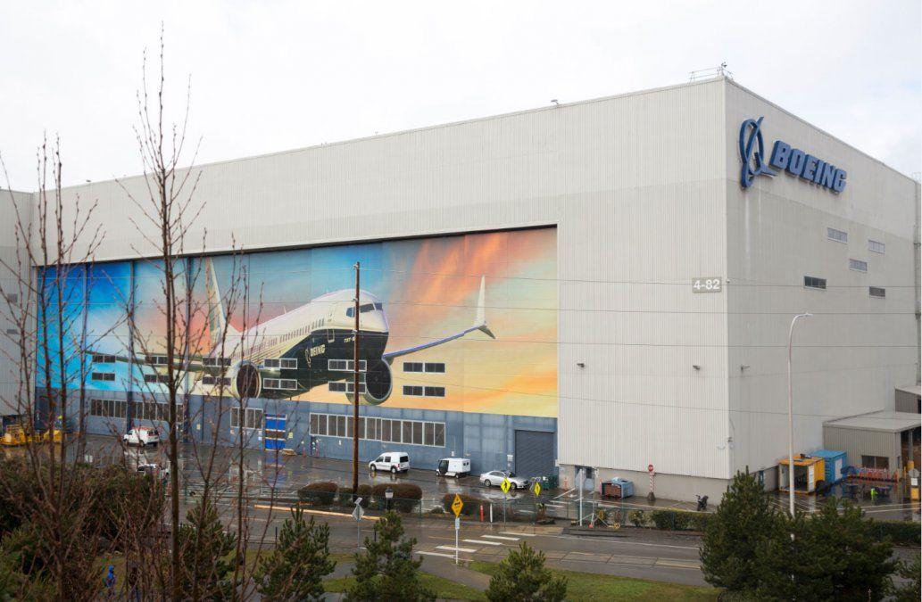 Boeing está 'finalizando' correctivo del sistema de estabilización MCAS del 737 MAX