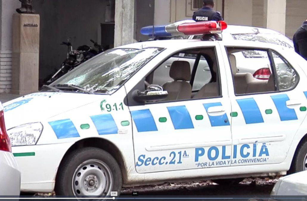 Rapiñaron a un policía que estaba de servicio y lo dejaron esposado