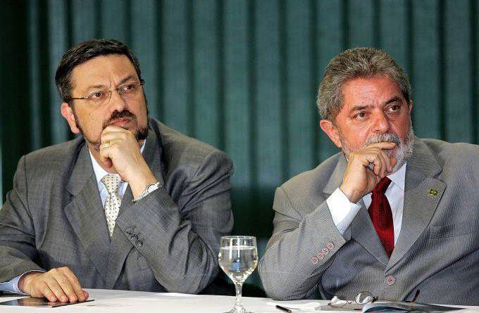 Palocci y Lula en 2005. El exministro acusa a Lula desde hace tiempo de haber tenido un pacto de sangre con Odebrecht