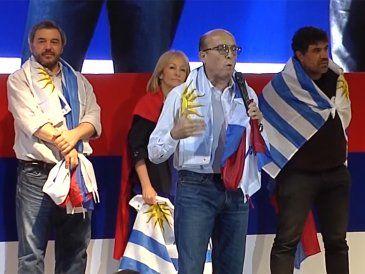 Martínez lidera la interna del FA con 52% y Cosse está segunda con 24%