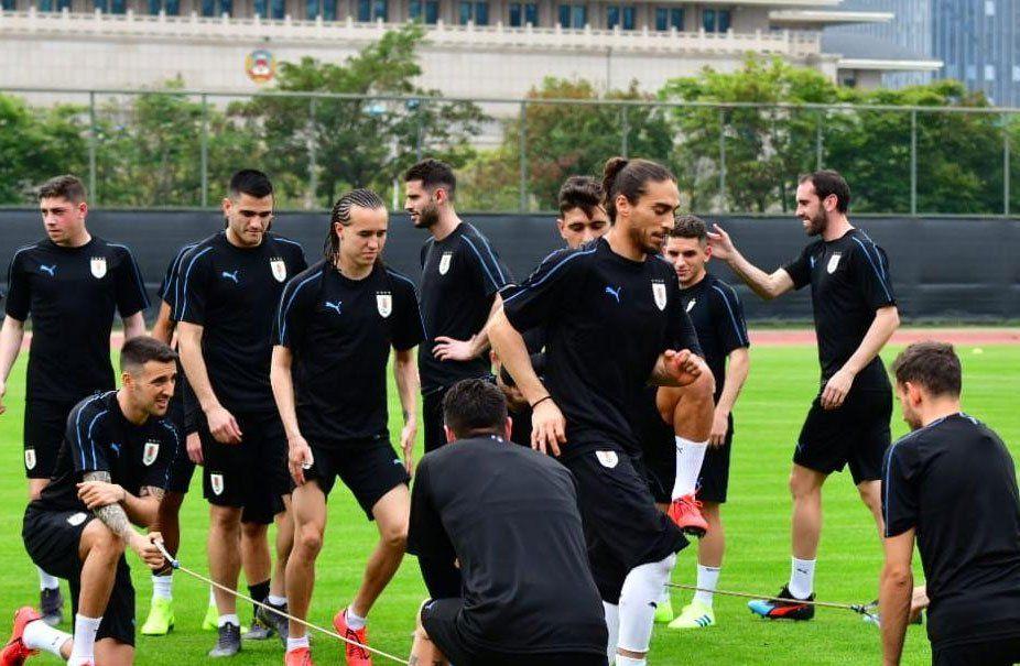 El plantel entrena en la previa al partido a jugarse en nanning