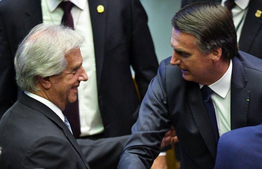 Vázquez saluda a Bolsonaro durante su asunción. La relación entre los dos presidentes nació tensa porque el brasileño ni siquiera lo recibió en privado