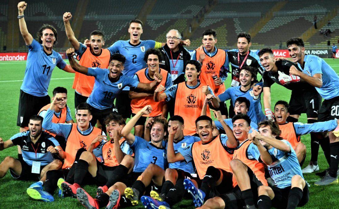 La Selección Uruguaya derrotó a Argentina por 3 - 0 en el Sudamericano Sub17