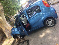 Estacionó, delincuente la abordó y le robó el auto; tras persecución policial él fue detenido