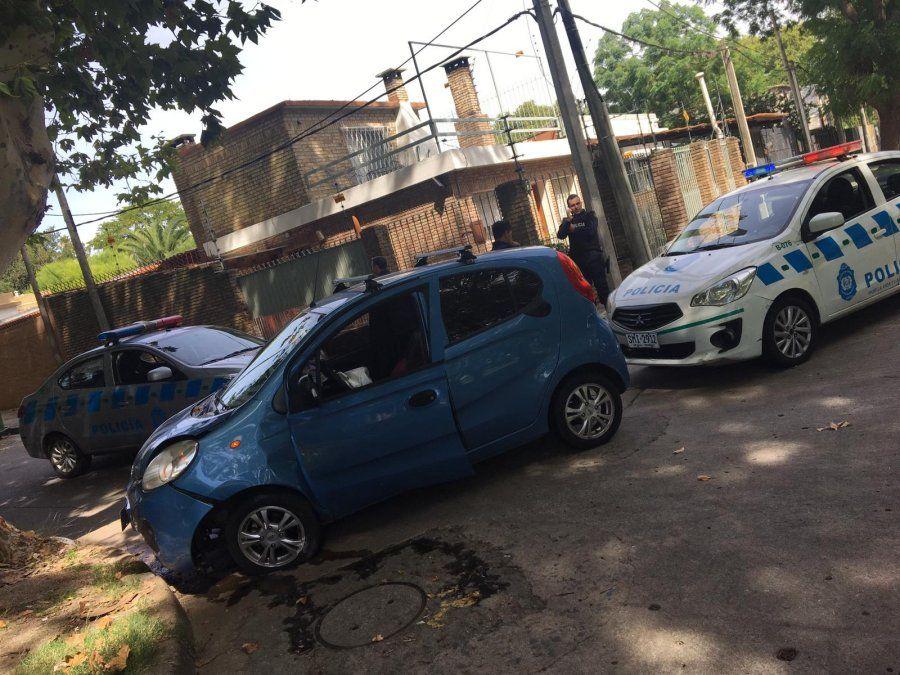 Persecución y choque en el Pantanoso: Policía detuvo ladrón que robó un auto
