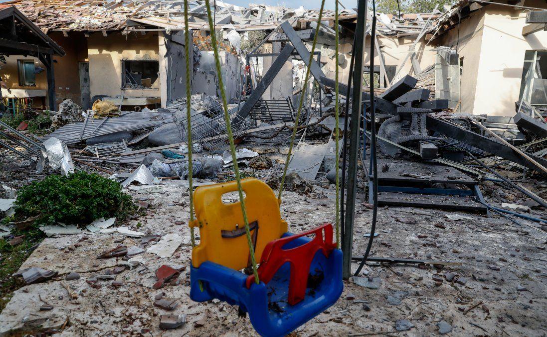 Cohete disparado desde Gaza impacta contra una casa al norte de Tel Aviv