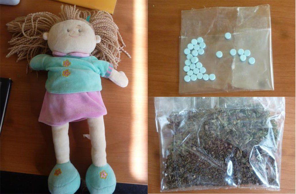 Mujer pretendió ingresar al Comcar con droga oculta en una muñeca de su hija