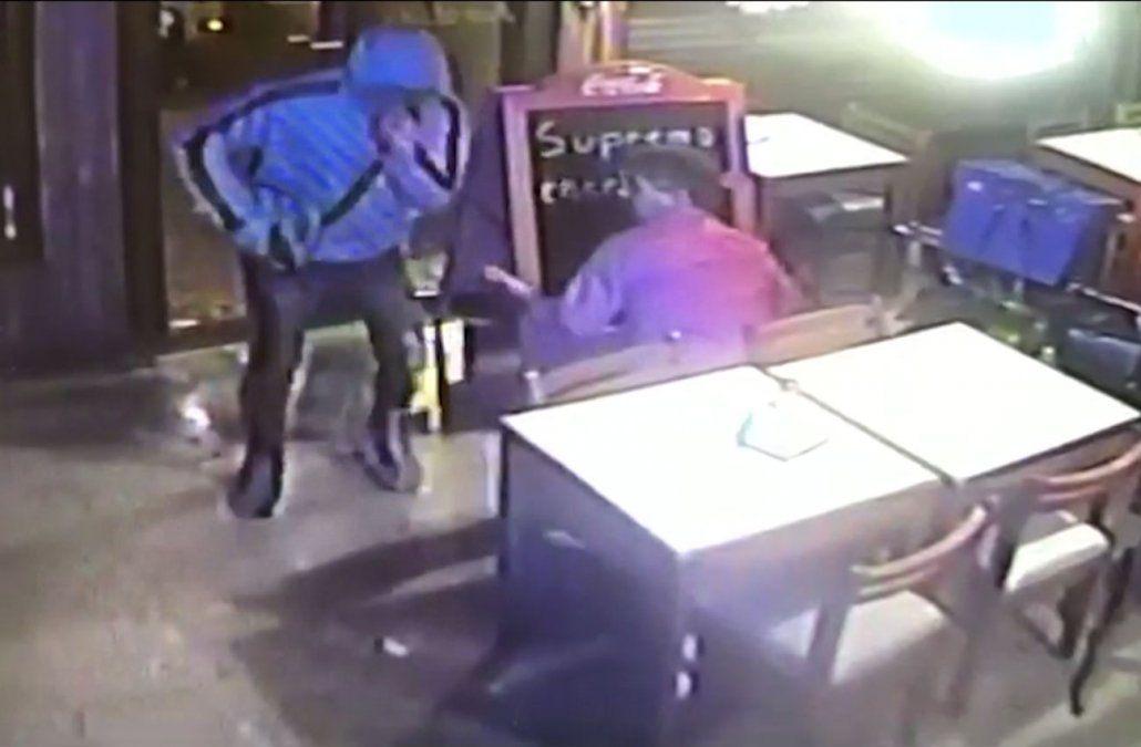 Rapiña a un bar de Reducto: golpearon al mozo y se llevaron 40.000 pesos