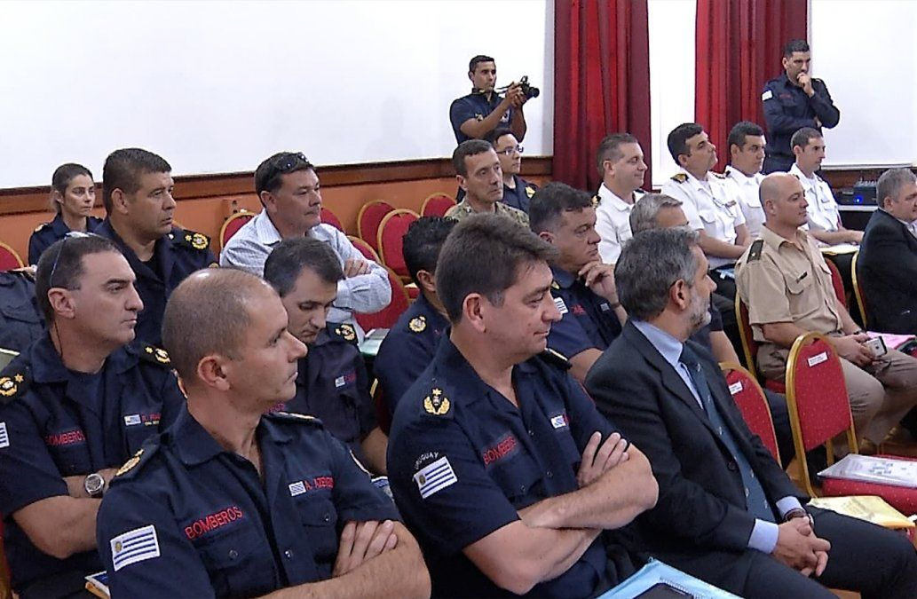 Bomberos se capacitan con modelo mundial de gestión de emergencias