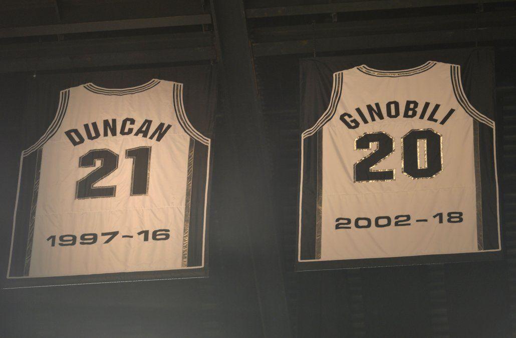 Dos camisetas retiradas y dos leyendas vivas de los texanos