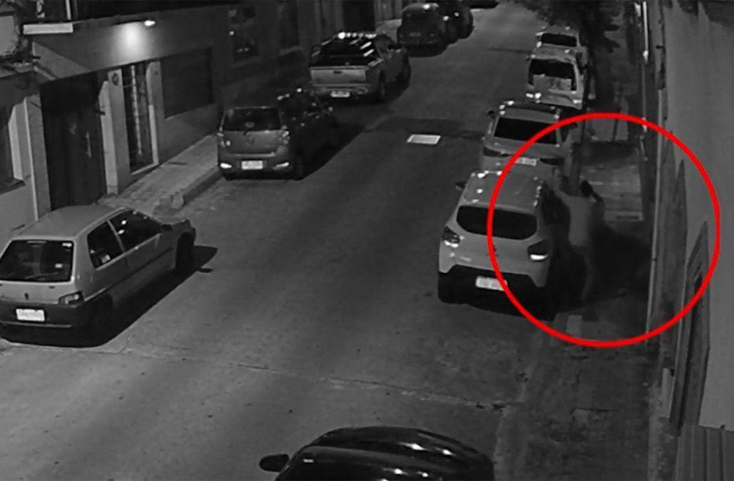 Amenazó a un hombre con un cuchillo para robarle el celular y todo quedó filmado