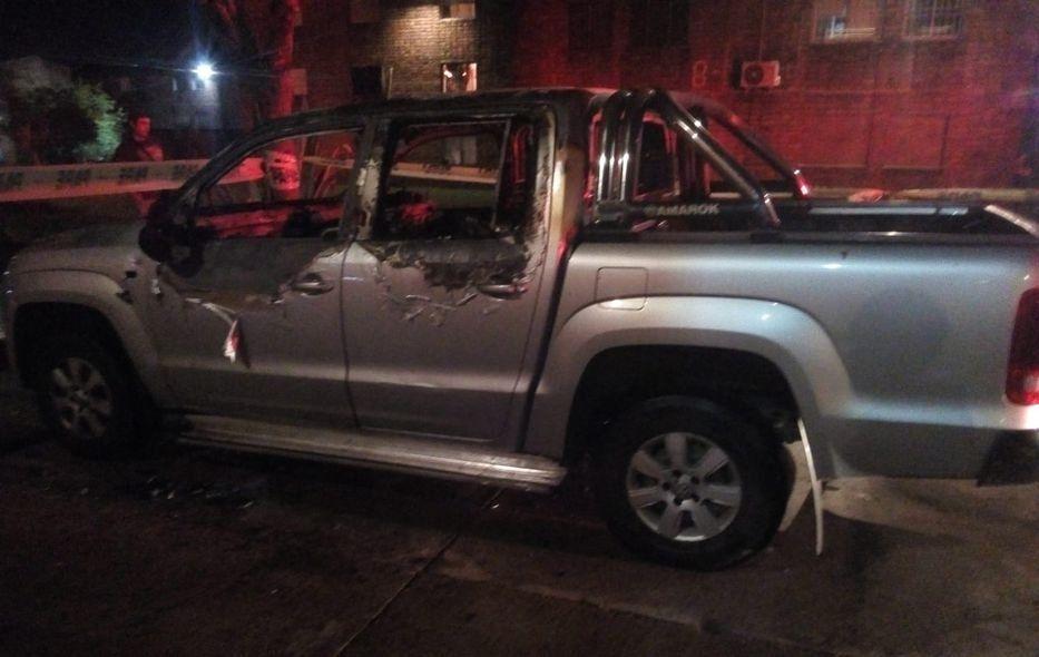 Policía encontró dos cuerpos en una camioneta prendida fuego en Tres Ombúes