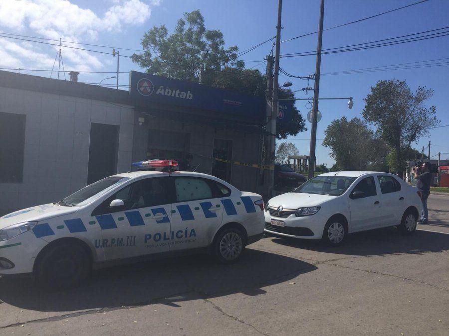 Delincuentes vestidos de policías intentaron rapiñar un local de pagos