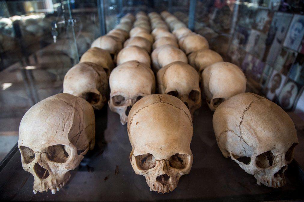 La imagen es del Memorial Ntarama y muestra cráneos de las víctimas del genocidio de Ruanda cuando se cumplen 25 años.