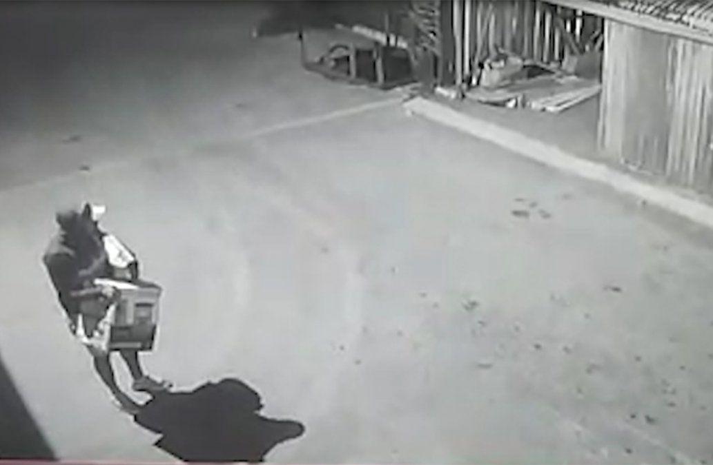 Una banda de 10 delincuentes se llevó siete motos de un predio de Motociclo en Sayago