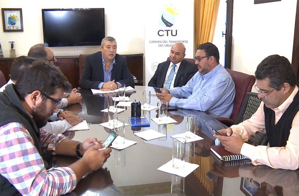 Cámara del Transporte y conductores de aplicaciones en contra de la reapertura del registro
