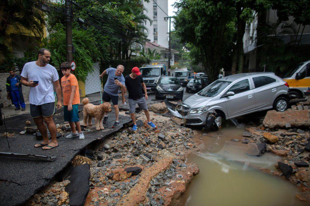 Lluvias torrenciales dejan al menos 10 muertos en Rio de Janeiro