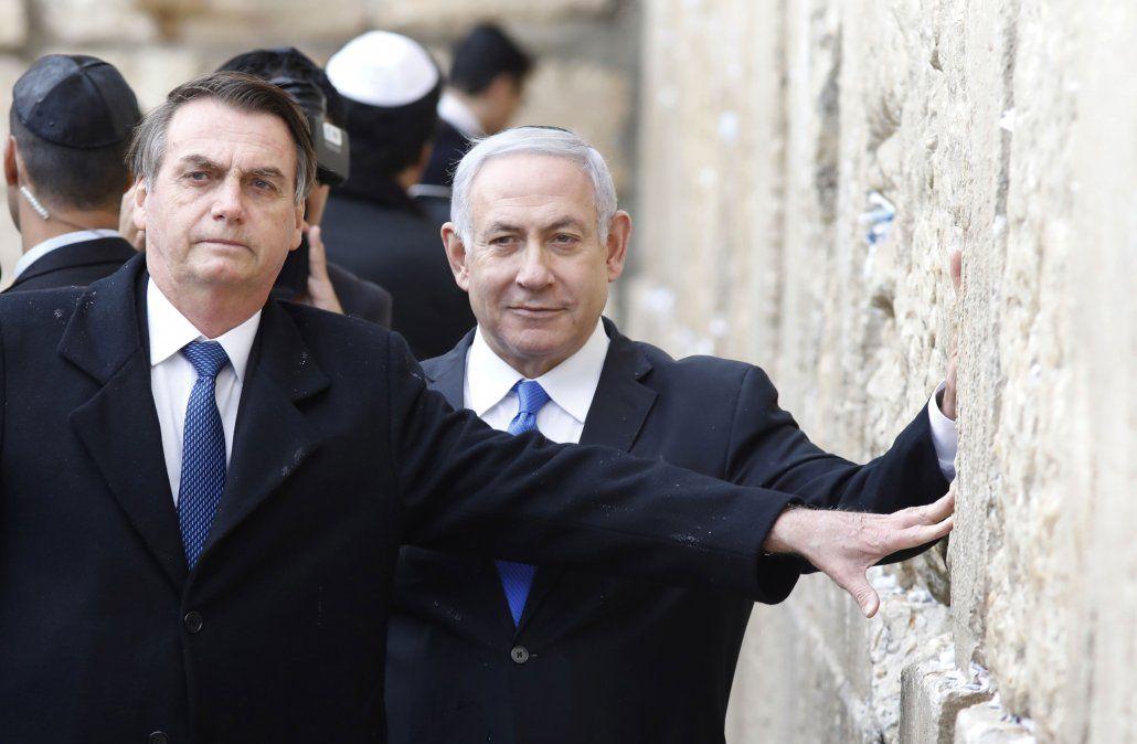 Bolsonaro junto a Netanyahu en el Muro de los Lamentos. El brasileño prometió en campaña electoral que trasladaría la embajada de Tel Aviv a Jerusalén