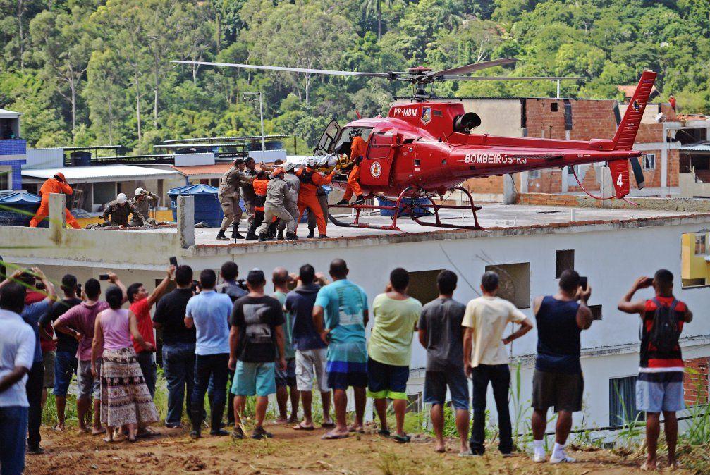 Al menos dos muertos en derrumbe de edificios en favela de Rio de Janeiro