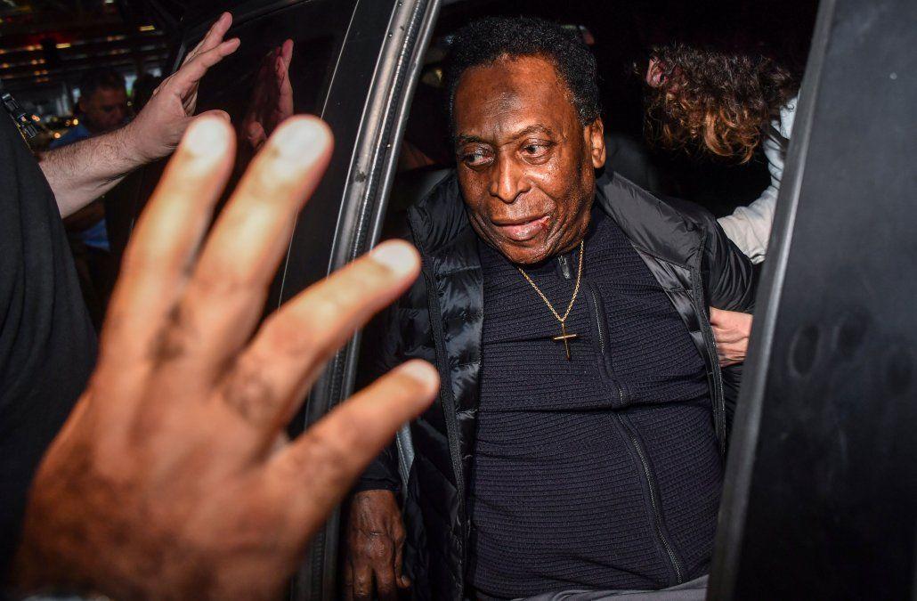Pelé fue operado con éxito de un cálculo renal en un hospital de San Pablo