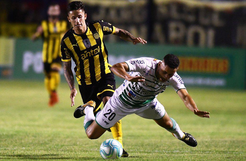 Peñarol derrotó 1-0 a Plaza Colonia y es el puntero del Apertura