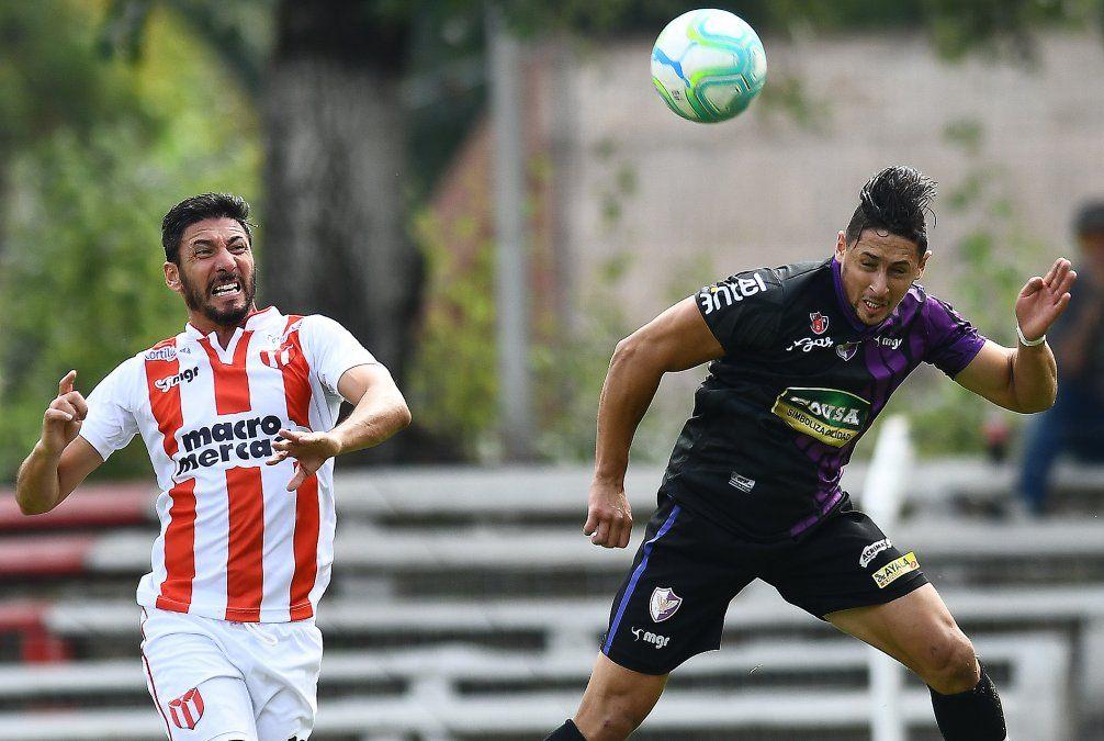 Fénix empató 2-2 con River Plate en el Saroldi y perdió la punta del Apertura