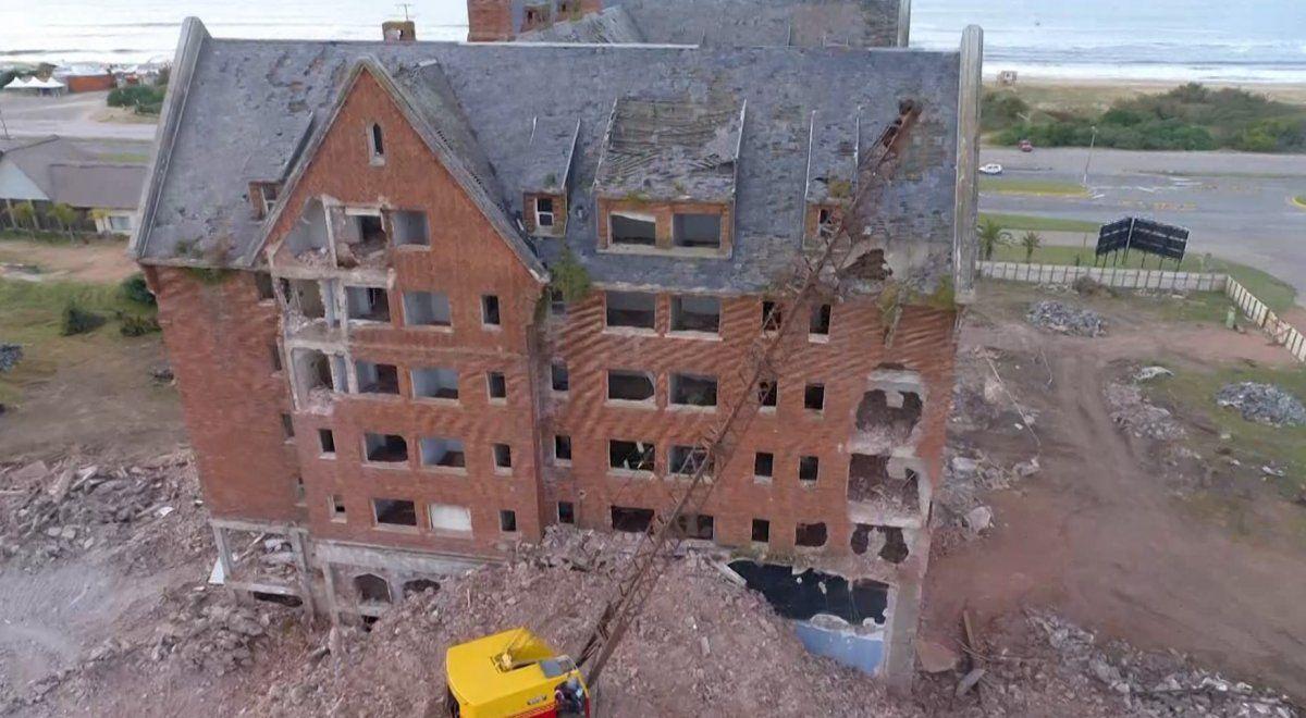 Comenzó este domingo la demolición del emblemático ex Hotel San Rafael