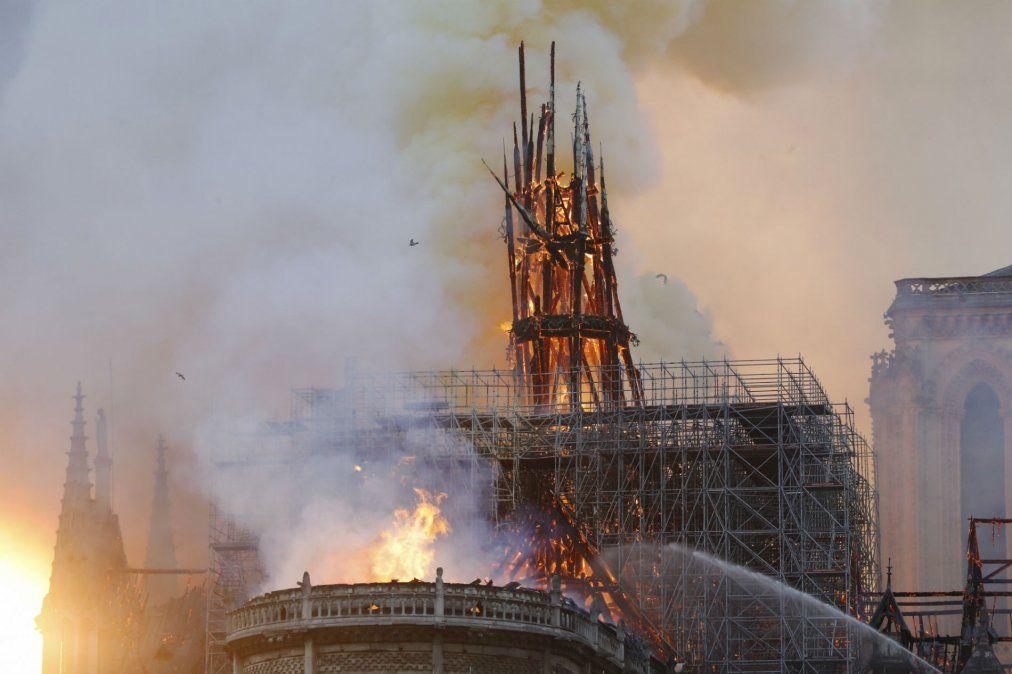 Incendio en Notre Dame: La estructura está a salvo, aseguró el jefe de los bomberos