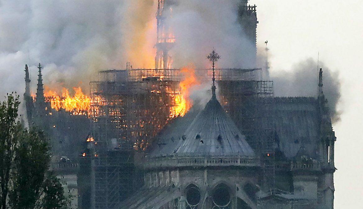Fiscalía francesa abre investigación sobre causas del fuego en Notre Dame