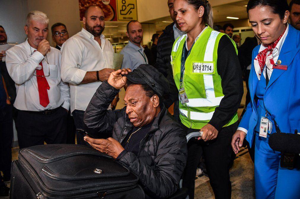 Pelé recibe alta hospitalaria tras ser operado de un cálculo renal en Sao Paulo