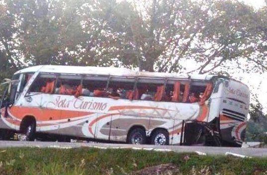 Llegaron los cuerpos de las dos víctimas fatales del accidente del bus turístico en Brasil