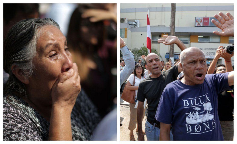 Una militante del APRA llora ante el hospital en el que falleció Alan García. En el centro de Lima