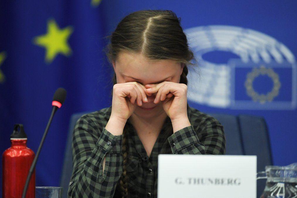 La activista sueca por el clima Greta Thunberg reacciona durante un debate con el Comité del Medio Ambiente de la Unión Europea