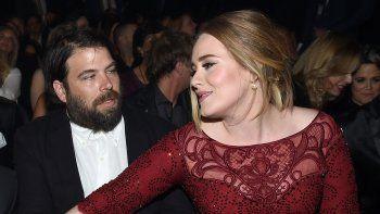 Adele se separa y las redes sociales reaccionan con bromas sobre su música
