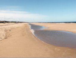 Un hombre fue hallado sin vida y desnudo en una playa del balneario Buenos Aires