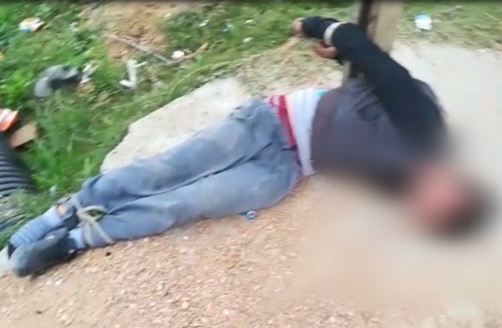 Vecinos capturan a un delincuente y lo dejan atado a un poste