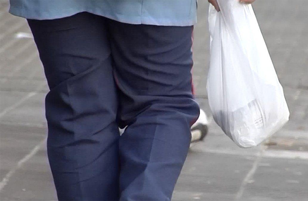 El consumo de bolsas plásticas disminuyó un 80% desde que empezaron a cobrarse