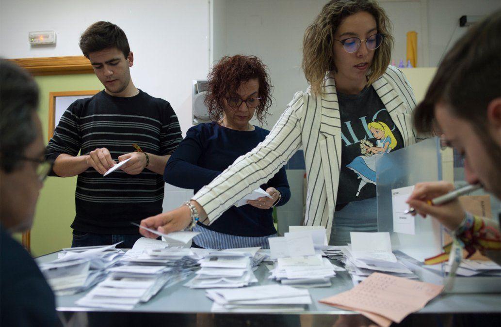 Sánchez se perfila como ganador de las elecciones en España a la espera de resultados