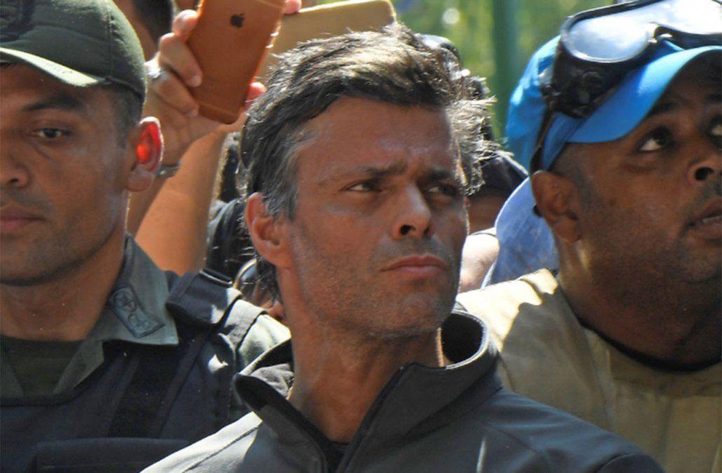 Opositor Leopoldo López y su familia se refugian en embajada chilena