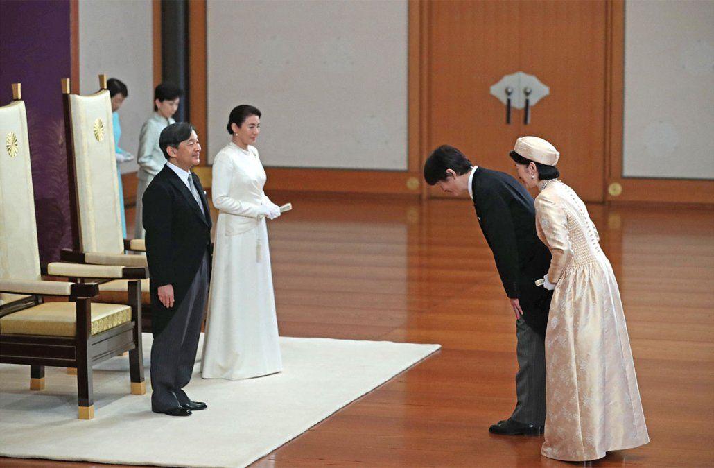 Asumió el nuevo emperador Naruhito y se comprometió a estar junto al pueblo japonés