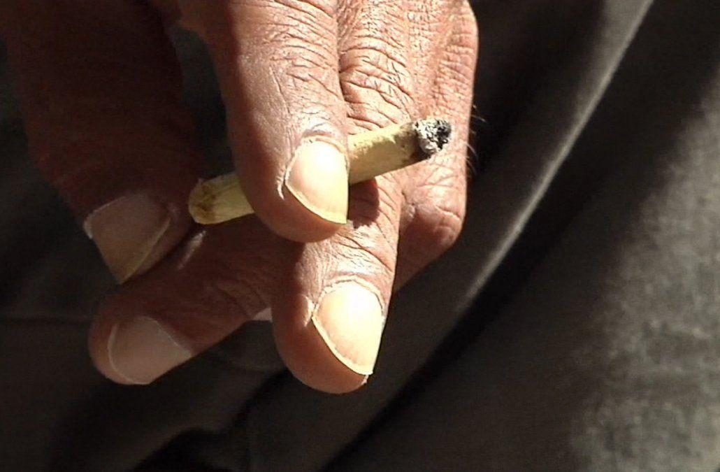 Basso aseguró a los actores que no habrá sanción por simular el encendido de cigarrillos