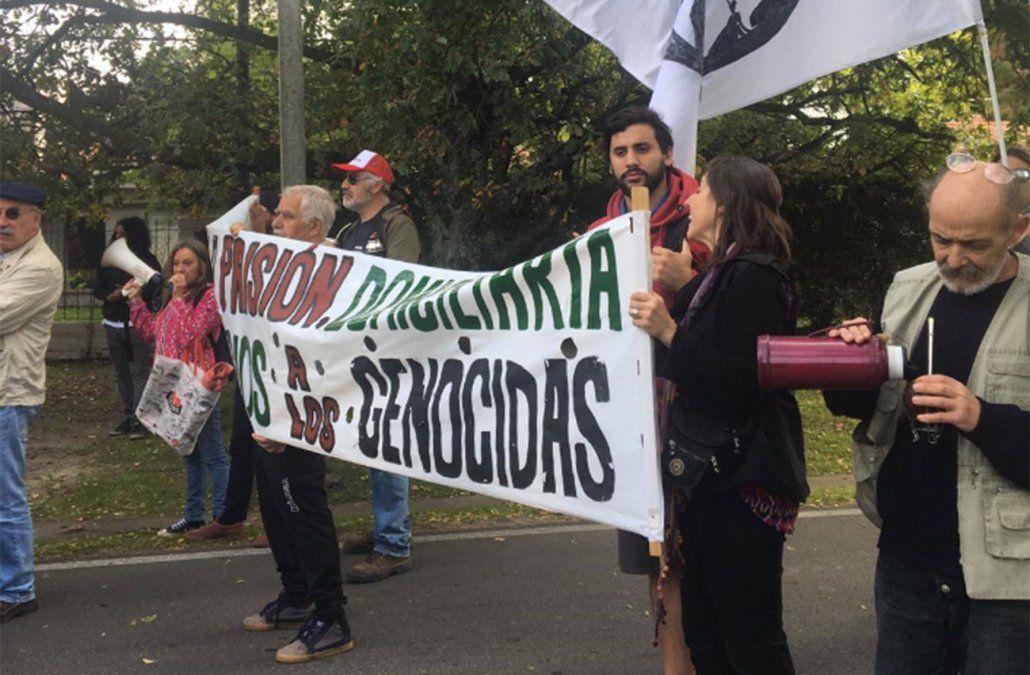 Movilización y escrache en la casa de Gavazzo tras su confesión en el caso Gomensoro