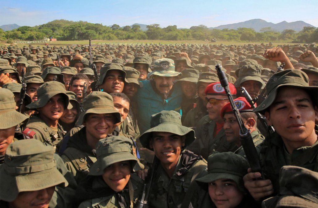 Maduro ordena a militares a estar listos para defender a Venezuela de un ataque de EEUU