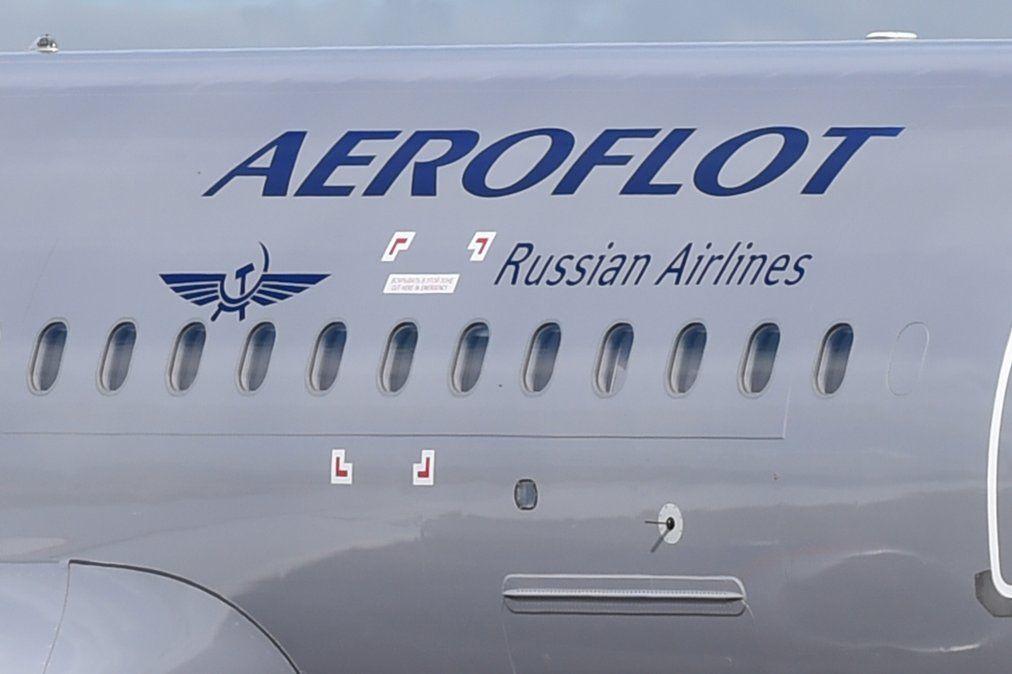 Reportan 13 muertos en incendio en vuelo de avión que aterrizó de emergencia en Moscú