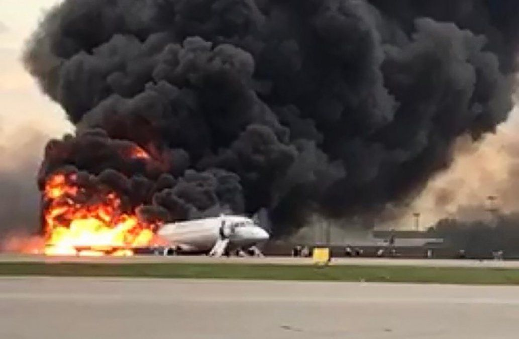 41 muertos en el aterrizaje de emergencia de un avión en Rusia