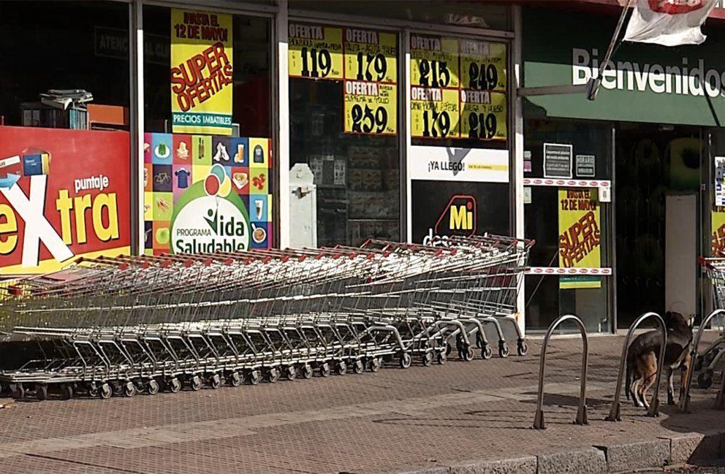 Asaltaron dos supermercados de misma cadena: golpearon a guardias y a un cliente