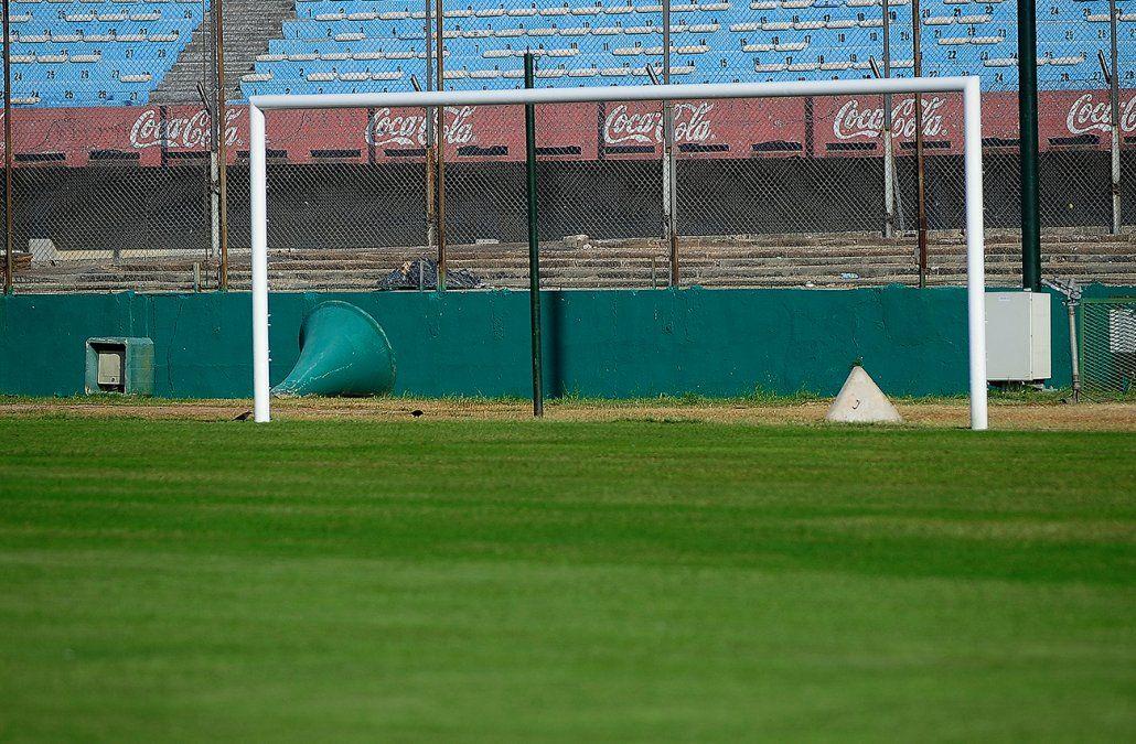 Oportunidad única para futboleros de ley: ponen a la venta los arcos del estadio Centenario