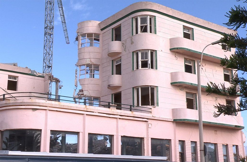 Detuvieron la demolición del complejo Riviera que había comenzado sin autorización