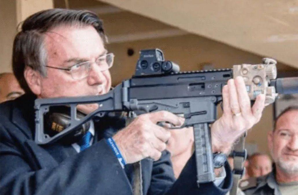 Bolsonaro flexibiliza la tenencia de armas para legítima defensa